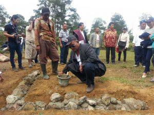 Peletakan batu pertama pembangunan tugu Ompu Manik Raja di Sioma