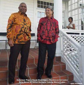Gubernur Papua Barat Dominggus Mandacan bersama Duta Besar RI u