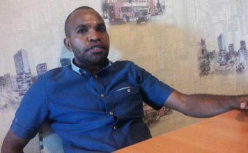 Yustinus Meidodga, Sekretaris Komisi B Dekab Manokwari