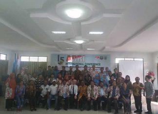 Peserta konferensi internasional ke-15 ADRI di Raja Ampat, Sabtu (11/11).