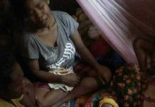 Jenasah bayi Ester Marau disemayamkan di rumah duka.