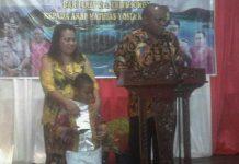 Kapolres Teluk Wondama, AKBP Mathias Yosia Krey, memperkenalkan diri pada Pemkab dan masyarakat Teluk Wondama dalam pisah sambut, Minggu (26/11) malam.