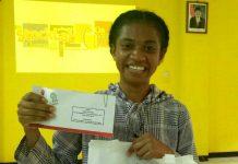 Raflensia Mambrasar, juara 1 lomba StockLab Simulasi Jual Beli Saham Kelompok Studi Pasar Modal (KSPM) Unipa Manokwari, bersama Bursa Efek Indonesia Kantor Perwakilan Manokwari.