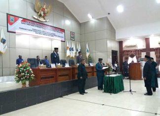Ketua DPR PB Pieters Kondjol SE MA melantik Ir. Eko Tavip Maryanto sebagai PAW (alm) Andreas Lobat, Rabu (6/12).