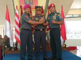 Komandan Lantamal XIV Sorong, Brigjen Marinir Amir Faisol.S.Sos, bersama Danyonmarhanlan lama Letkol Marinir Hariyono Masturi dan Mayor Marinir Moch Chanan Asfihani.