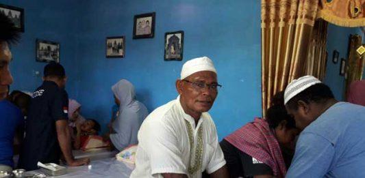 Suasana khitanan massal yang dilangsungkan Taman Yasin dan Dzikir Umi Syahkina, Kaimana, Minggu (17/12).