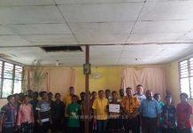 Kunjungan kasih panitia Natal Partai Golkar Papua Barat ke dua SPGJ di Manokwari, Kamis (14/12).