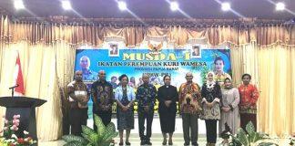 Aneke P. Kawab (ketiga kiri) terpilih sebagai Ketua Ikatan Perempuan Kuri Wamesa (IPKW) Papua Barat.