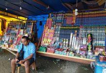 Salah satu lapak penjual kembang api di Kota Sorong.