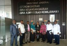 Foto bersama anggota MPRP usai pertemuan di Gedung Dirjen OTDA, Kamis (14/12).