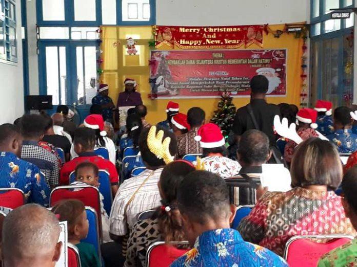 Perayaan Natal Dinsos Teuk Wondama.
