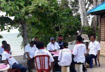 Pengurus Perindo Kaimana melakukan pertemuan interen.
