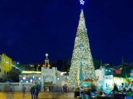 Pohon Natal di taman Mary's Well Square, Nazareth. (foto: ist/Shutterstock.com)