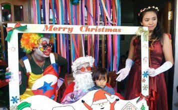 Keceriaan anak Sekolah Minggu PAR JIBS yang dikunjungi Sinterklas tanpa Pit Hitam.