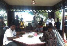 Tim KPUD Kaimana saat melakukan verifikasi keanggotaan Partai Perindo.