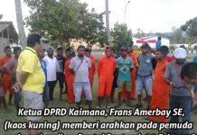 Ketua DPRD Kaimana Frans Amerbay SE ketika memberikan arahan pada para pemuda usai pembersihan pantai Bantemi, 20 Februari 2018.