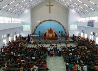 Ibadah syukur HUT PI ke 163 di Jemaat Imanuel Boswezen Sorong.