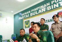 Ketua Umum Partai Bulan Bintang, Yusril Ihza Mahendra (kanan depan). foto: ist)