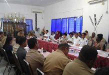 Pertemuan Bupati Kaimana dengan para Kepala Distrik serta pegawai yang bertugas di Distrik Teluk Etna, Selasa (6/2).