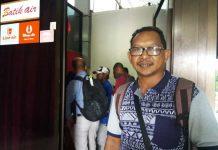 Benyamin Siwalete, salah seorang penumpang Batik Air ID-6155 yang gagal take off dari Bandara Rendani, Manokwari, Papua Barat, Selasa (13/3).