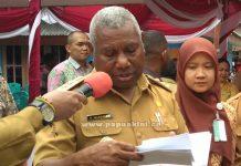 Gubernur Papua Barat Dominggus Mandacan di Arkuki, Selasa (27/3).