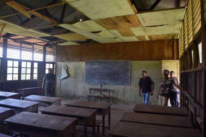 Ruang kelas memprihatinkan di SD Kampung Sailala Distrik Sayosa Kabupaten Sorong, Papua Barat ini jadi salah satu sasaran TMMD 101.