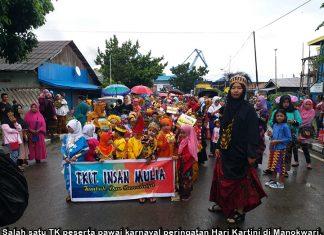 Pakai Busana Adat, Ribuan Anak TK Gelar Pawai Karnaval