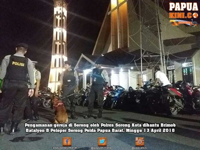 Polres Sorong Kota dan Brimob Amankan Ibadah Minggu Malam