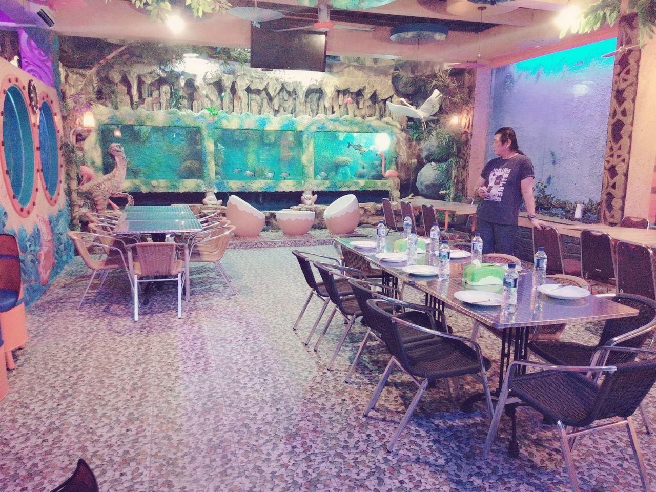 Asyiknya Nuansa Baru Bersantap di Billy Cafe Manokwari