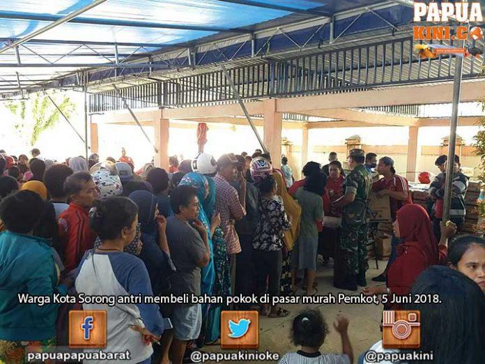 Warga Kota Sorong Penuhi Pasar Murah Pemkot
