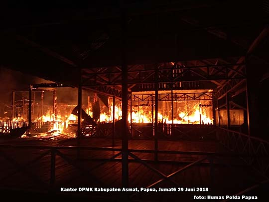 Sehari Pasca Pilkada, Kantor DPMK Asmat Ludes Terbakar
