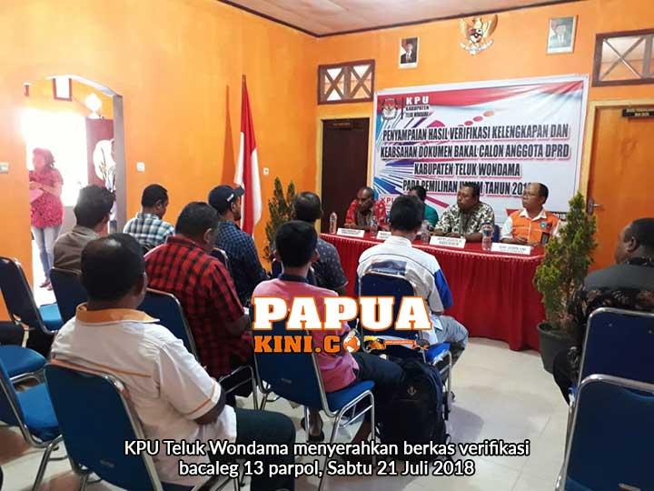 KPU Teluk Wondama Serahkan Berkas Verifikasi Bacaleg 13 Parpol