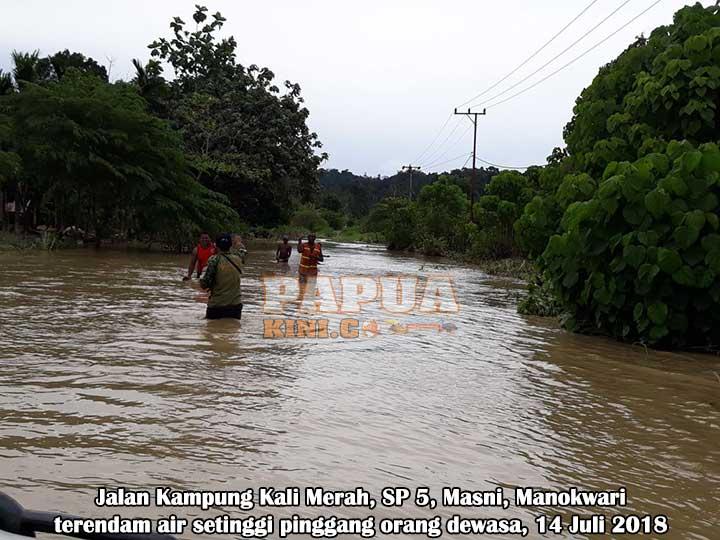 Kali Merah Meluap, Banjir Setinggi Pinggang