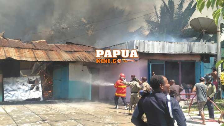 Primkopal Manokwari Dilahap Api