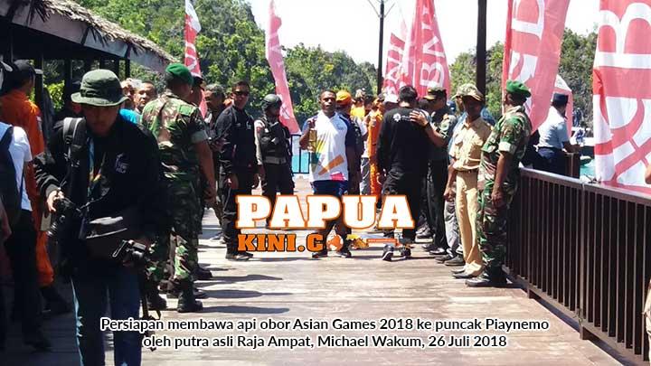 Putera Raja Ampat Bawa Api Obor Asian Games ke Puncak Piaynemo