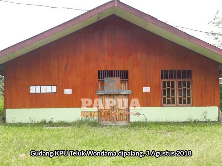 Gudang KPU Teluk Wondama Dipalang