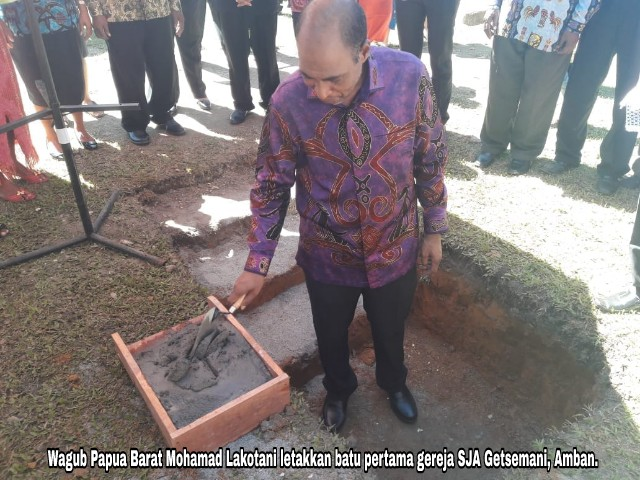 Gubernur dan Wagub Letakkan Batu Pertama Dua Gereja di Manokwari