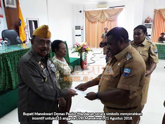 Pemkab Manokwari Beri Insentif Ratusan Veteran