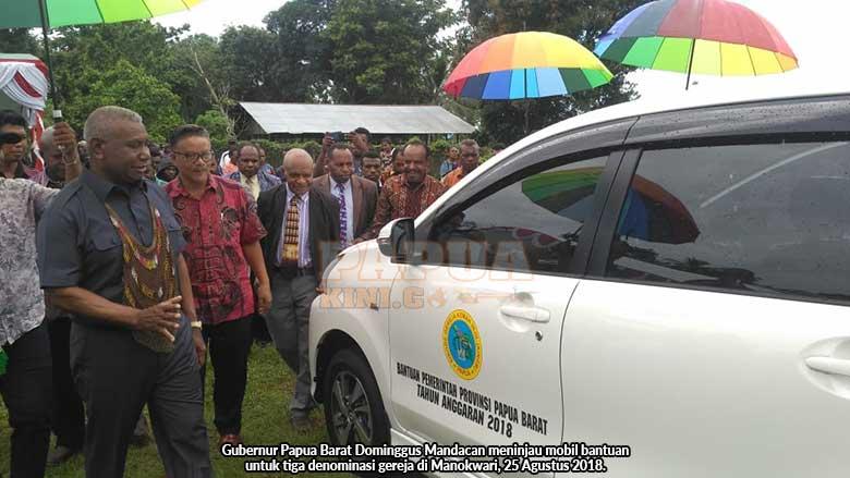 Pemprov Papua Barat Bantu Mobil Operasional Tiga Denominasi Gereja