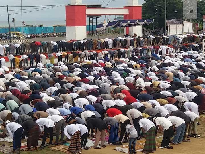 Ribuan Umat Islam di Sorong Khusyuk Sholat Idul Adha