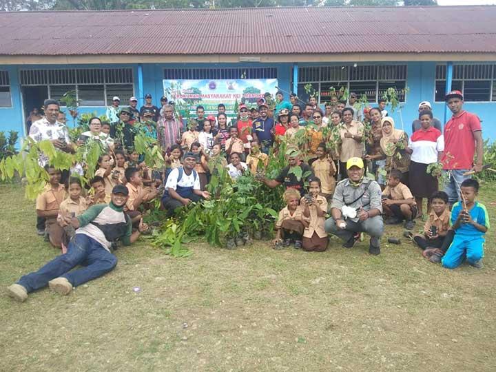 Kerukunan Masyarakat Kei Manokwari Baksos Tanam Pohon