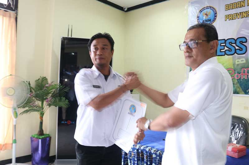 Tujuh Karyawan BNN Papua Barat Dapat Penghargaan