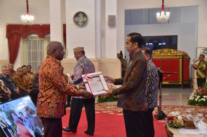 Presiden Serahkan DIPA Papua Barat ke Gubernur