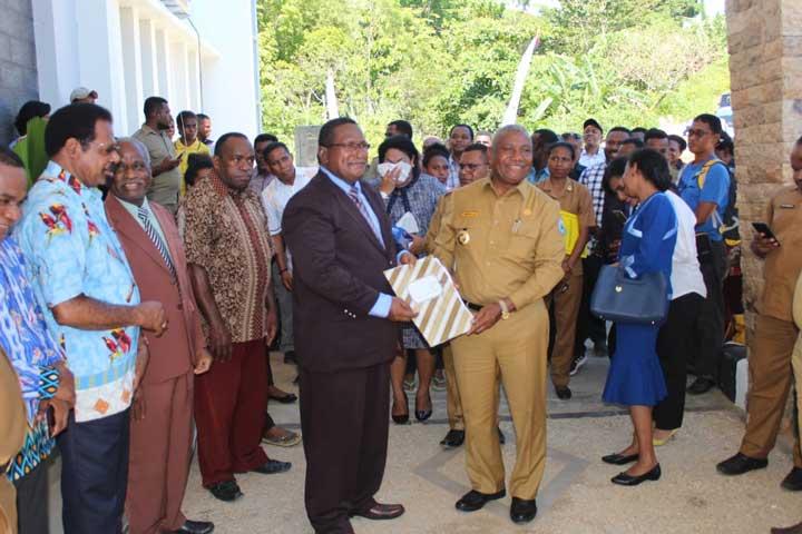Gubernur: Jangan Tanya Daun atau Laut Mau Pilih Siapa