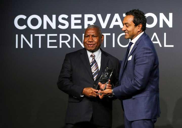 Gubernur Papua Barat dan Dua Perusahaan Raksasa Dunia Dapat Penghargaan Conservation International