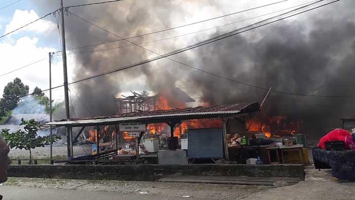 Pasar SP3 Manokwari Terbakar