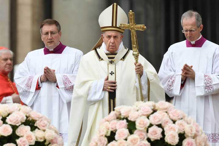 Paus Fransiskus Resmi Ubah Doa Bapa Kami dan Gloria