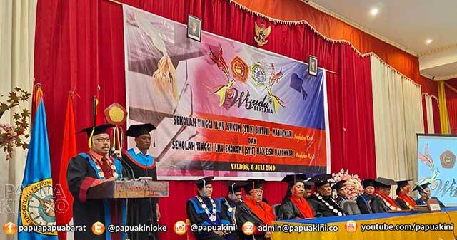 Wisuda Bersama STIE Mah Eisa dan STIH Bintuni Persiapan Universitas Lodewijk Mandatjan