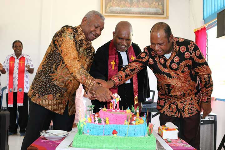 HUT 11 Jemat Immanuel Demini, Gubernur Ingatkan Tujuan Pendirian Gereja