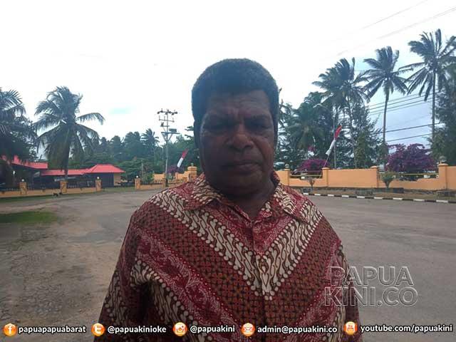 DPR Papua Barat, jalur Otonomi Khusus, Dewan Adat Kaimana, Ketua Dewan Adat Kaimana, Yohan Werfete,